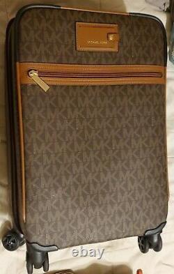 Michael Kors 6 Piece jet set Travel Set