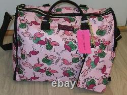 Betsey Johnson Weekender Sac De Voyage Avec Bracelet Ensemble Bagages Pink Flamingo