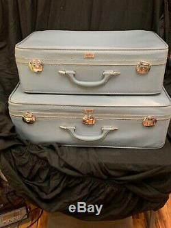 Vintage Amelia Earhart Voyage Luggage Set Dur Valises Bleu 21 & 27 Fs Chrty